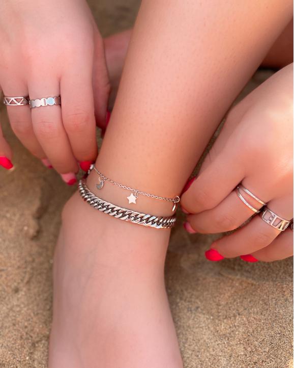 Mix van trendy zilveren ringen en enkelbandjes