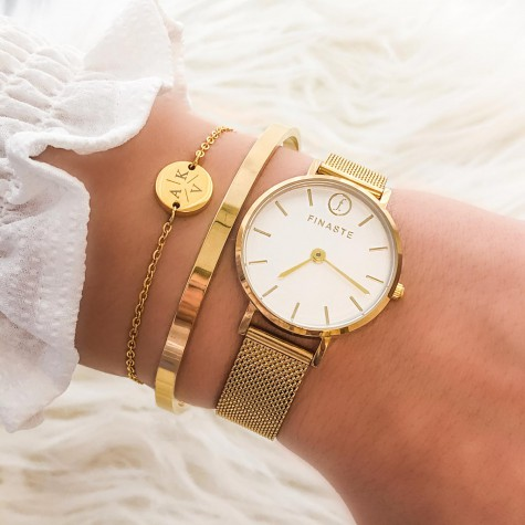 Armband 3 initialen met mini muntje goud kleurig