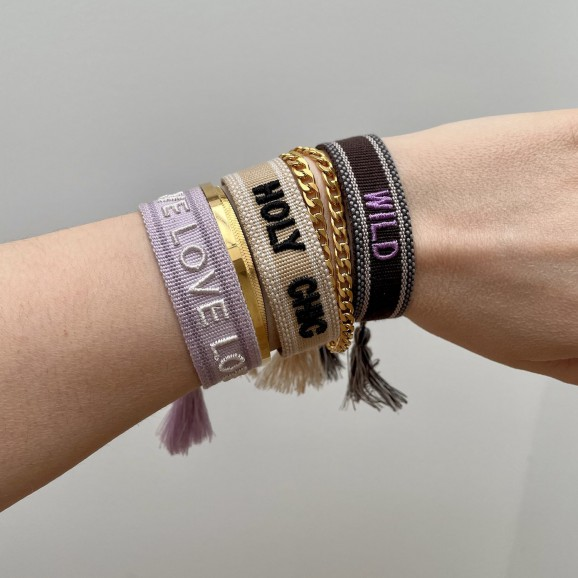 Armparty met bohemian armbandjes en gouden armbandjes