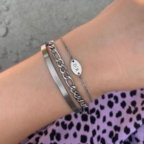 Leuke zilveren armband voor om de pols voor een complete look