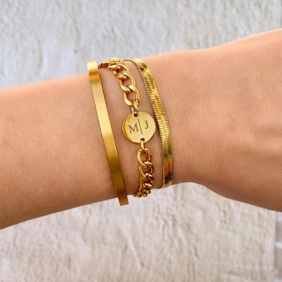 Gouden chunky initial armband met schakelarmbandjes