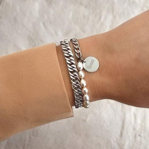 Zilveren schakelarmband met parels en gravering