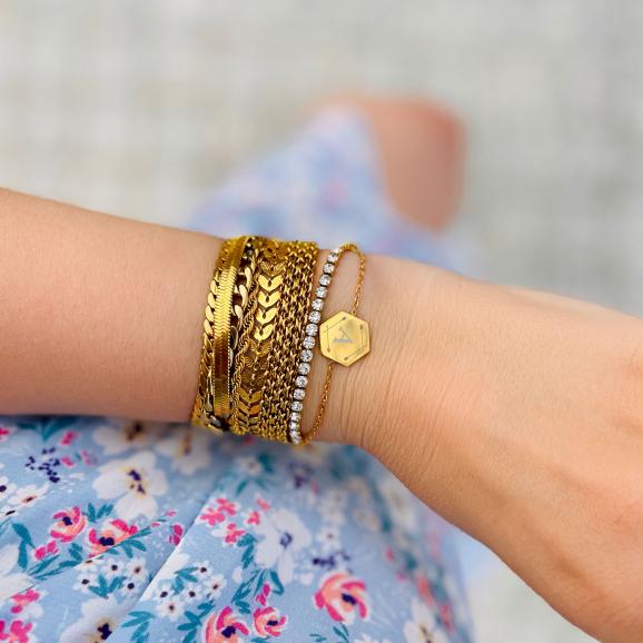 Armparty van gouden armbanden