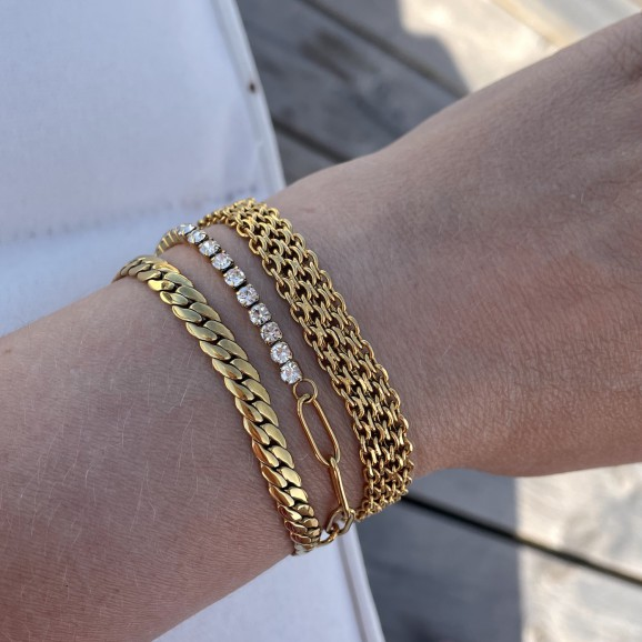 Mooie gouden sieraden om de pols