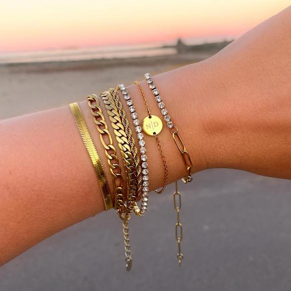 Mixed chain armband om pols bij vrouw