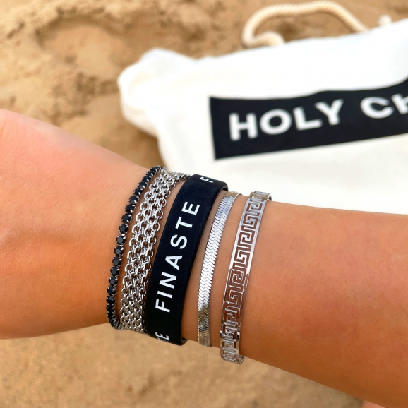 Mooie armbanden om de pols in het zilver