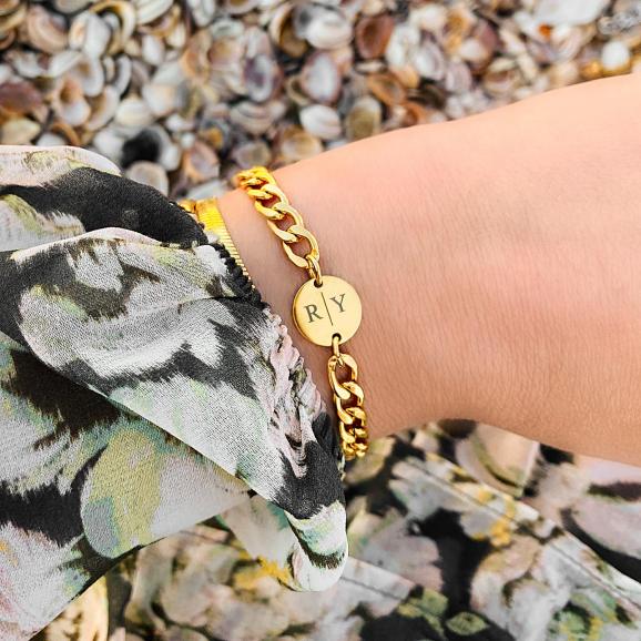 Chunky armbanden met letters voor een trendy look