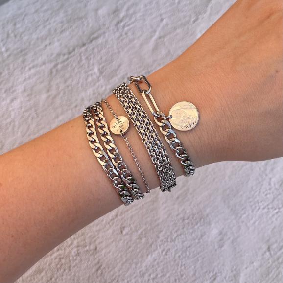 Trendy armbanden in het zilver