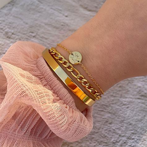 Armband 4 letters met mini coin goud kleurig
