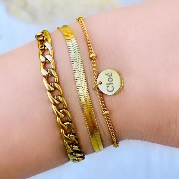 Gouden armparty met schakelarmbandjes en naam armband