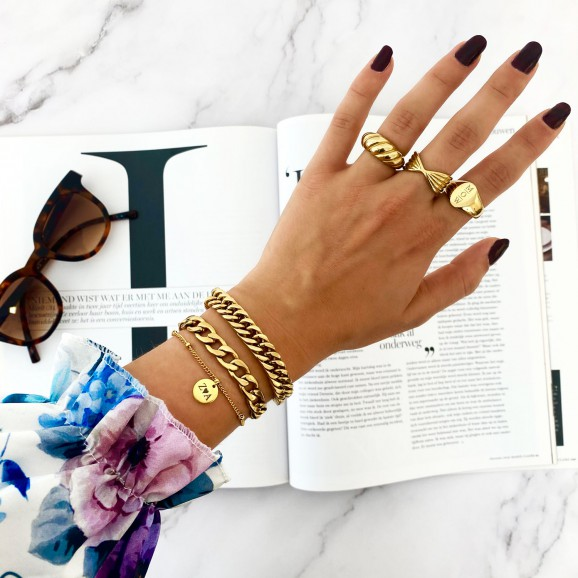Trendy sieraden in het goud om