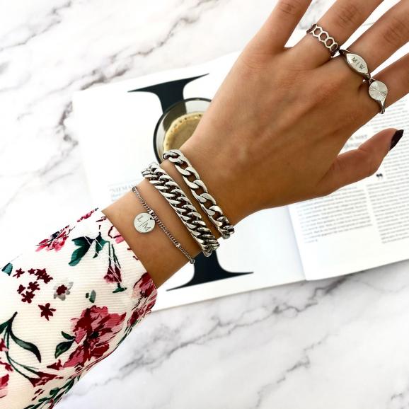 Mooie zilveren armbanden om de pols
