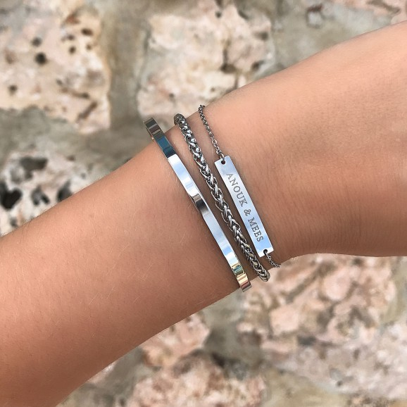 Zilveren bar armband met graveerbare bar armband om de pols