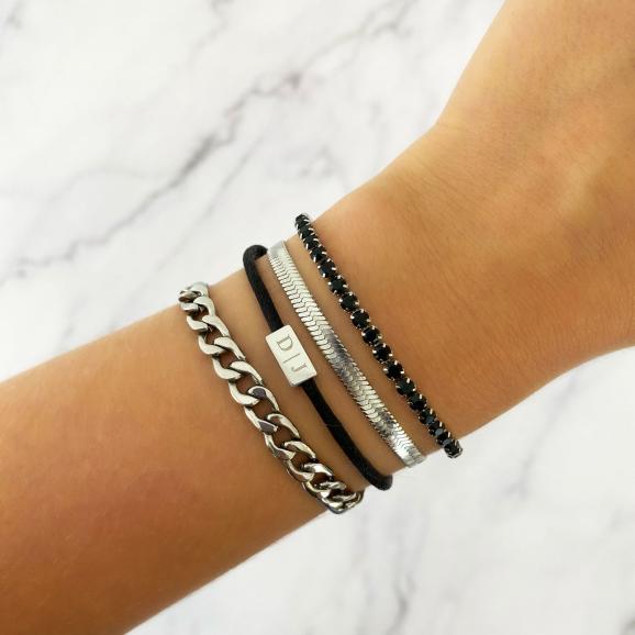 zwarte sieraden met zilver