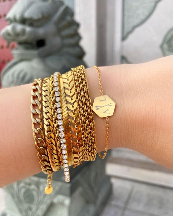 Armparty met gouden sieraden