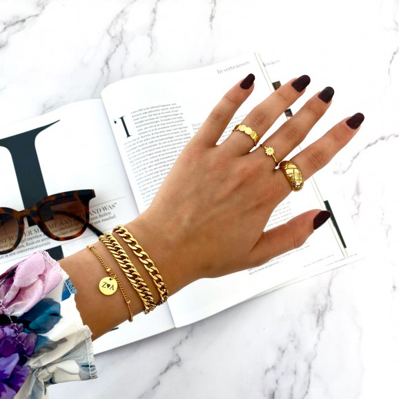 Bij Finaste shop je deze armbanden in een set of los