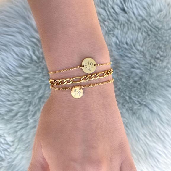 Leuke armbandjes in het goud om de pols