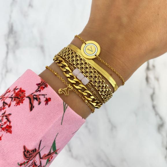 gouden armbanden mix om pols