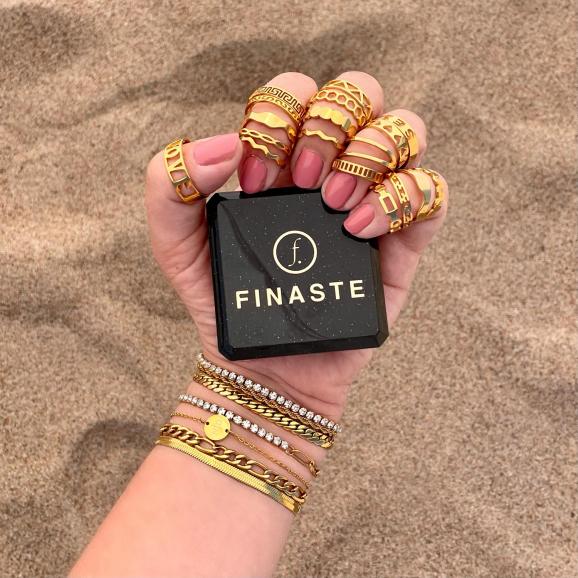 gouden ringen mix om hand