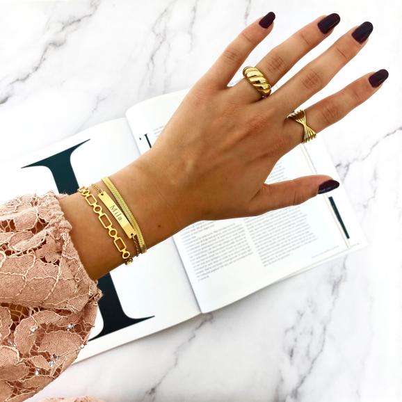 Mooie chunky ringen gecombineerd met een trendy armparty
