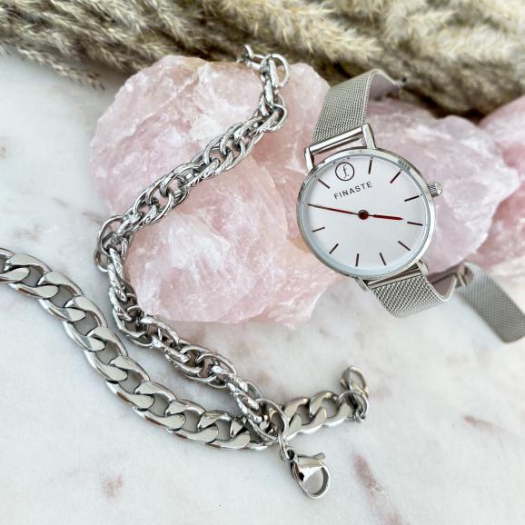 Horloge met gravering en schakelarmbanden in zilver