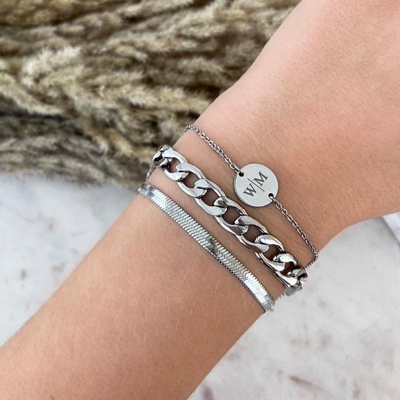 Zilveren armparty met twee initialen armband