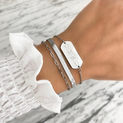 Grote bar armband met 4 letters