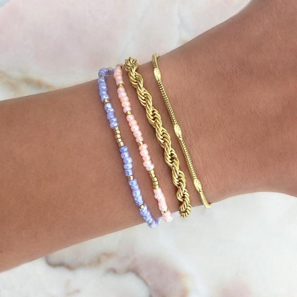 Armbandjes om de pols voor een zomerse look