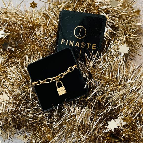 Gouden ketting met graveerbaar slotje in sieradendoosje voor kerst