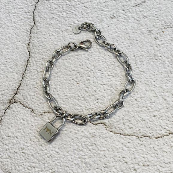 Trendy armband met schakels om de pols
