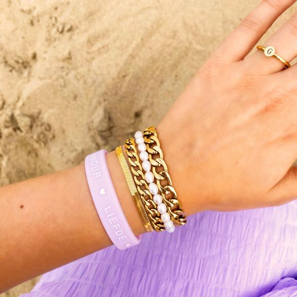 goudkleurige armbanden look