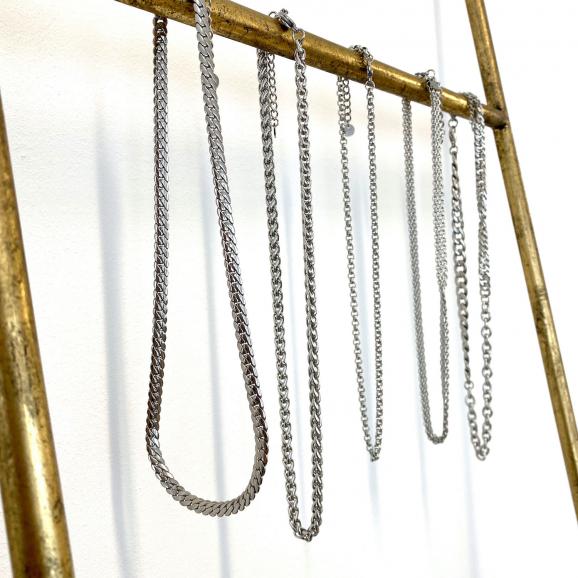 Mooie zilverkleurige kettingen voor een casual look