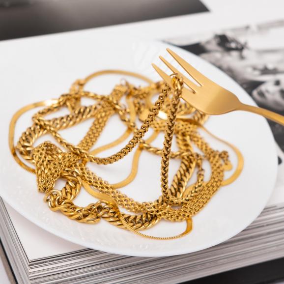 Gouden chain mix op een bord