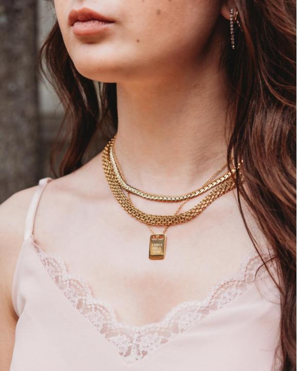 Necklace party met gouden kettingen