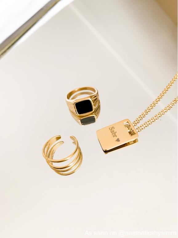 Gouden ketting met twee ringen gecombineerd