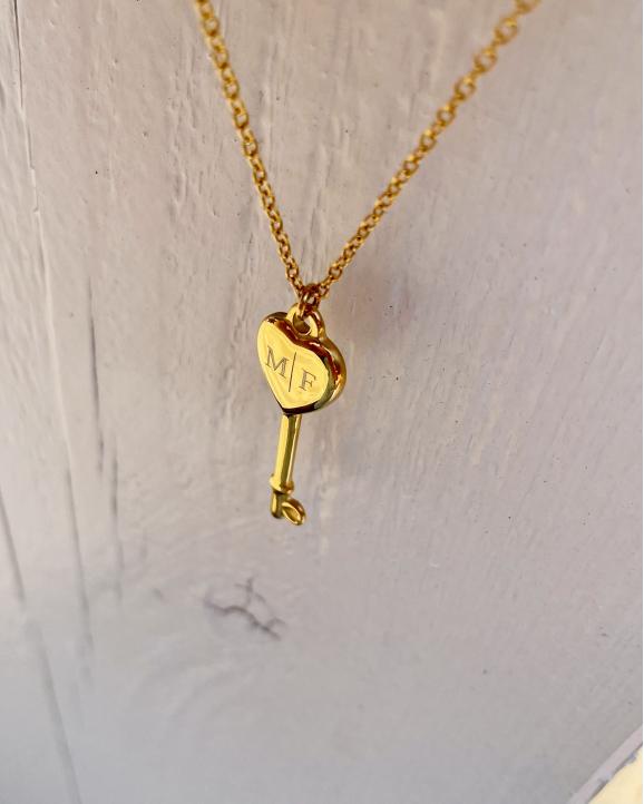 Love key ketting met gegraveerd hartje