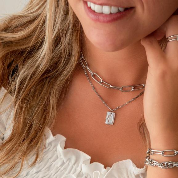 zilveren schakelketting voor om de hals voor een leuke look