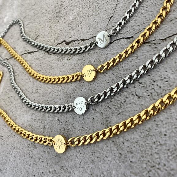 Gouden en zilveren chunky initial kettingen
