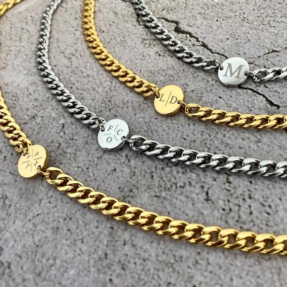 Chunky letter kettingen in goud en zilver