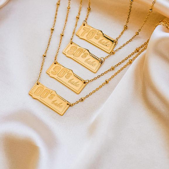 Verschillende goud kleurige jaartal kettingen