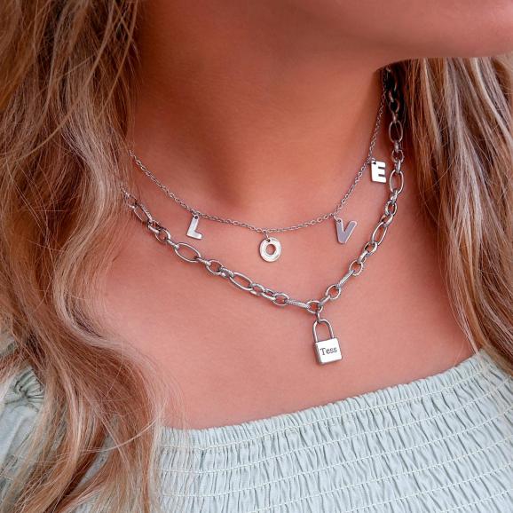 Zilveren ketting met slotje voor een trendy look