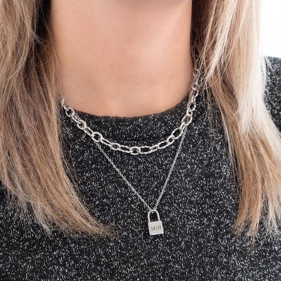 Leuke zilveren kettingen met gravering om de hals