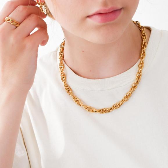 Trendy chain ring om de hals voor een complete look