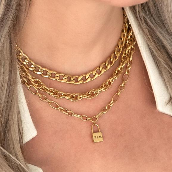Gouden kettingen met slotje om de hals