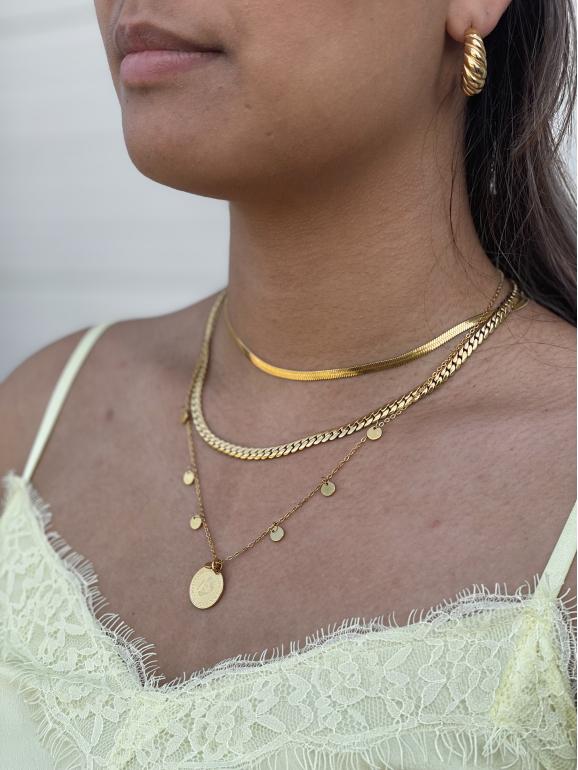 Mooie rustige necklace party om de hals van het meisje
