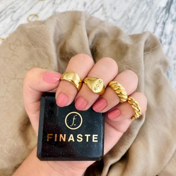 Trendy goudkleurige ringen om te kopen