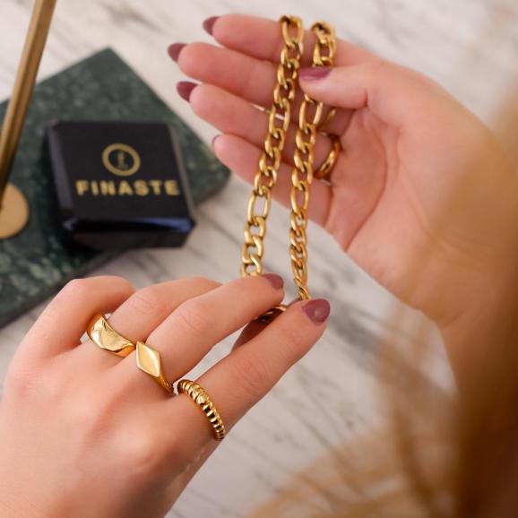 Mooie ring om de hand voor een trendy look