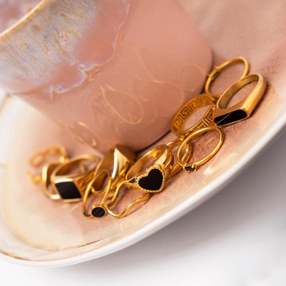 Zwarte jetset ring goudkleurig
