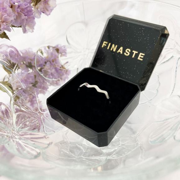zilveren ring met golfjes in doosje