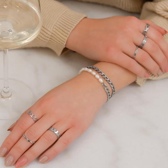 Mooie ringen in de kleur zilver kunnen niet verkleuren